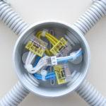 Соединение проводов в распределительной коробке в квартире