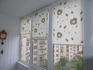 Установка рулонных штор на пластиковые окна в Москве