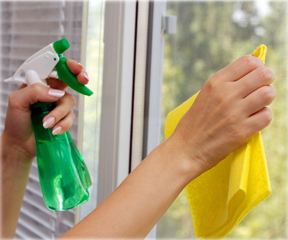 Чем вымыть пластиковые окна без разводов в домашних условиях
