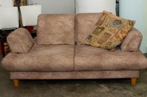 Как отремонтировать диван в домашних условиях