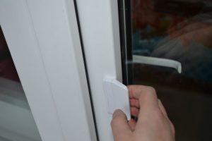 Как установить двухстороннюю ручку на балконную дверь