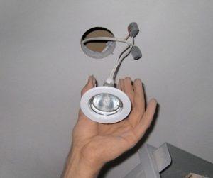 Как установить точечные светильники своими руками